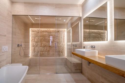 Beeindruckendes Badezimmer en Suite