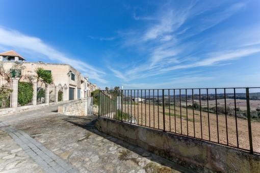 Renovierungsbedürftiges Haus in Muro mit herrlicher Aussicht auf die Bucht und Strände