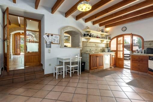 Charmante Küche mit Eingang