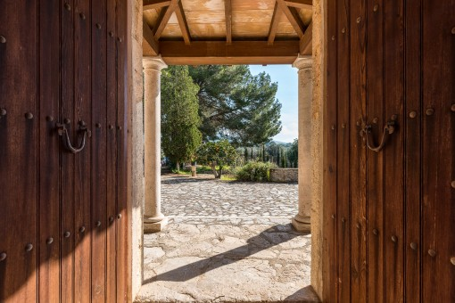 Hölzernes Eingangstor