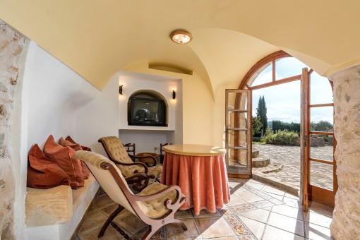 Charmanter Sitzbereich mit Zugang zur Terrasse