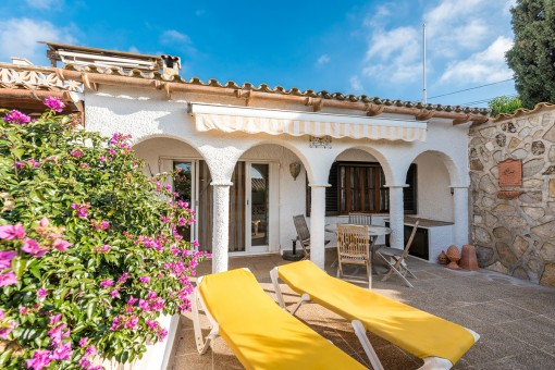 Zauberhaftes Haus mit mediterranem Garten in einer ruhigen Wohngegend von Cala Romántica