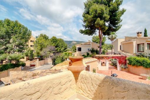 Wunderschönes, möbliertes Reihenhaus in gepflegter Gemeinschaftsanlage mit Pool in Bendinat