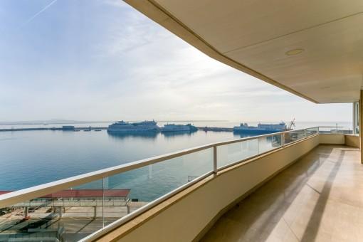 Moderne Luxuswohnung am Paseo Maritimo mit Traumblick auf das Meer, den Hafen und die Kathedrale