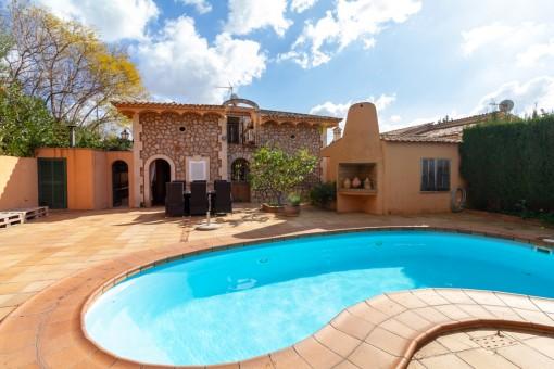Schönes geräumiges Haus mit einem tollen Pool in Palmanyola