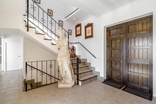 Eingangsbereich mit antiker Dekoration