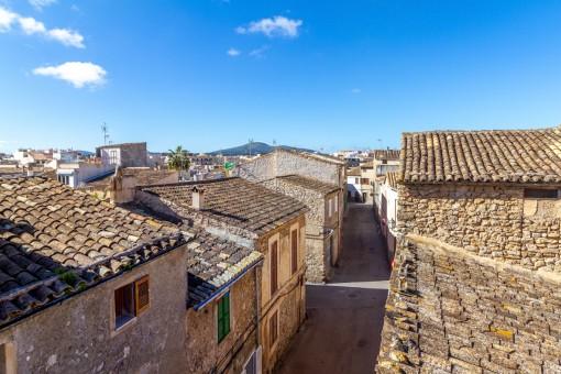 Zwei miteinander verbundene Dorfhäuser mit viel Potenzial im Herzen von Artà