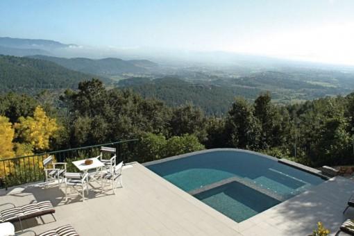 Voll ausgestattete mallorquinische Finca mit Pool im Tramuntanagebirge mit fantastischem Weitblick nahe Esporles