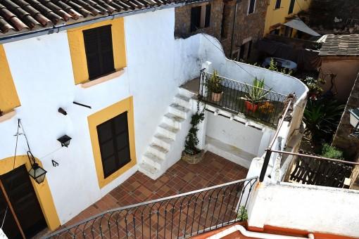 Komfortables, zentral gelegenes Haus mit Innenhof und Terrassen in Esporles