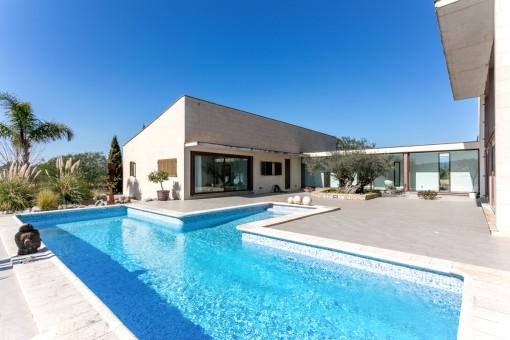 Minimalistische Luxusfinca mit architektonischer Raffinesse in ruhiger Lage bei Santa Maria del Camí