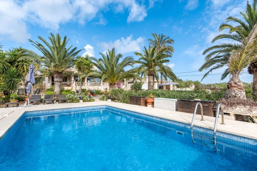 Zauberhafte Finca mit Einliegerwohnung und Gästehaus mit fantastischem Meerblick bei Portocolom