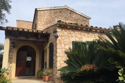 Naturstein-Villa mit Pool und Garage in Portol