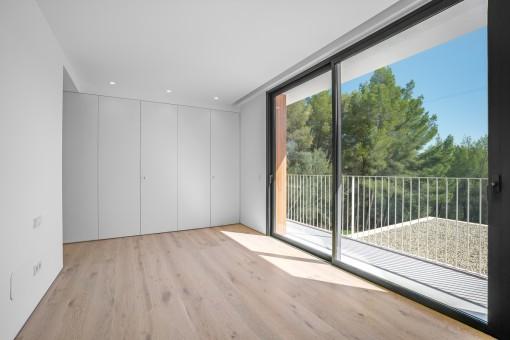 Master-Schlafzimmer mit Balkon