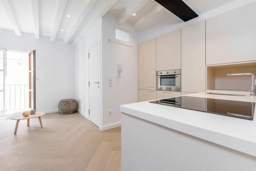 Ansicht der Küche und des Eingangsbereiches