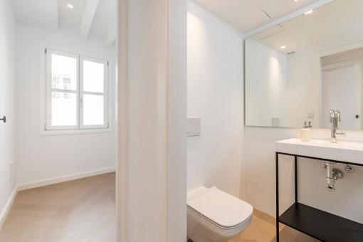 Schlafzimmer und Badezimmer
