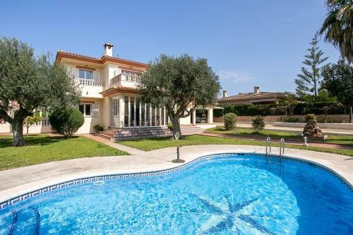 Herrliche Villa mit Wintergarten in begehrter Wohngegend von San Marcal