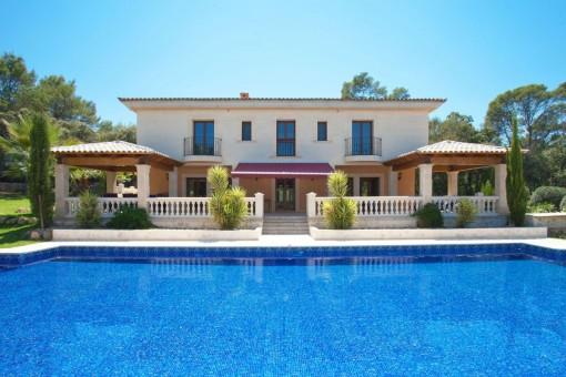 Repräsentatives Finca-Anwesen in Costitx, mit großem Pool, fantastischem Blick und Vermietungslizenz