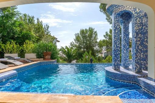 Idyllische Villa mit herrlichem Blick und direktem Meerzugang in Cala Vinyas