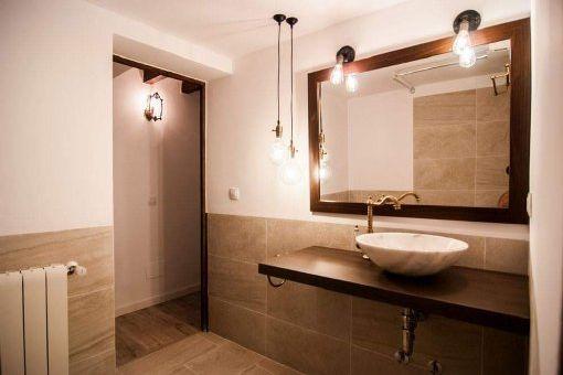 Zweites Badezimmer mit Heizung