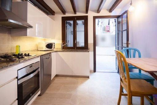 Küche mit Zugang zum Patio