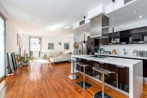 Schöner und geräumiger Wohnbereich mit Küche