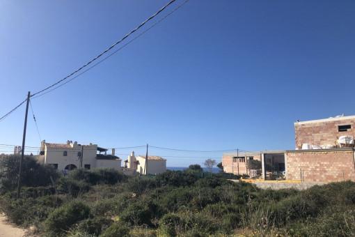 Schönes Eckgrundstück in idyllischer Urbanisation in Vallgornera