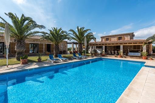 Bezaubernde Finca mit Gästehäusern in idyllischer Lage in Campos