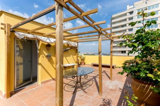 Schicke Penthaus-Wohnung in Porto Pi mit großer Dachterrasse und Teilmeerblick