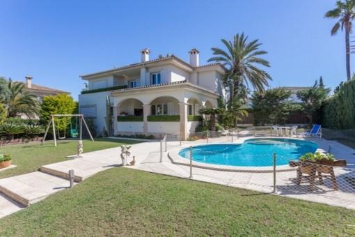 Elegante Villa in zweiter Meereslinie auf Doppelgrundstück in Son Veri Nou