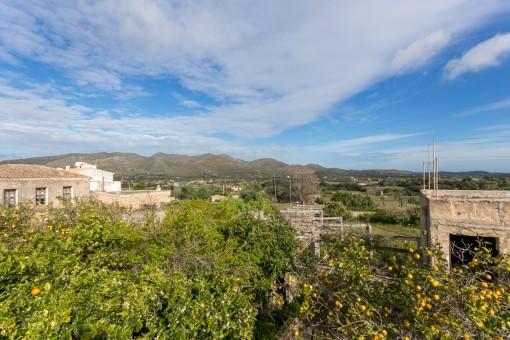 Großes Stadthaus zum Renovieren mit Baugrundstück in Capdepera