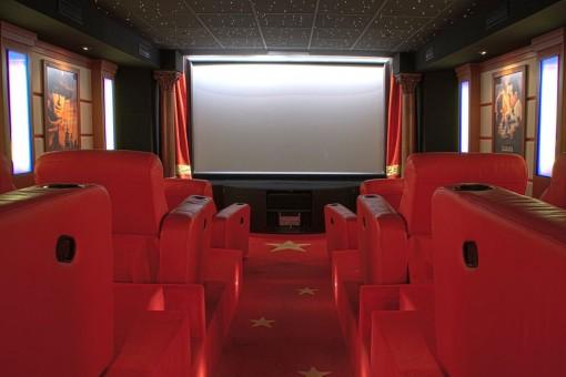 Kinoraum mit 12 Sesseln