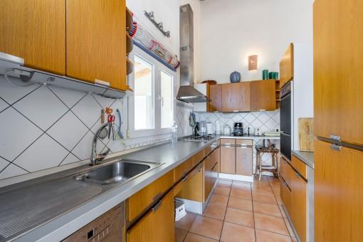 Geräumige und voll ausgestattete Küche