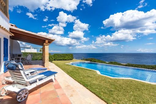 Attraktive Villa im mediterranen Stil mit spektakulärem Meerblick in Cala Serena