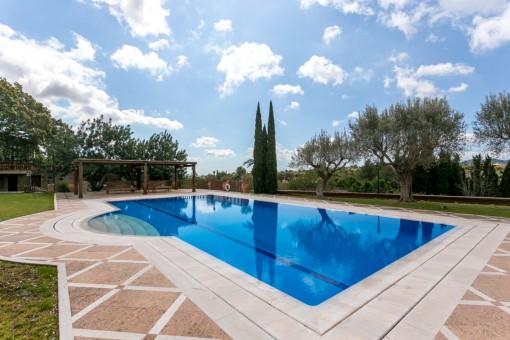 Luxuriöses Anwesen mit Gym und Pool in Establiments