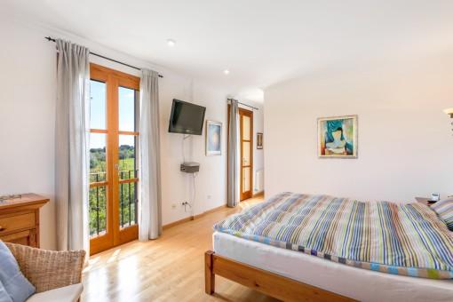 Hauptschlafzimmer mit Zugang zur Ankleide
