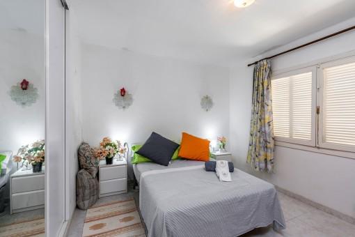 Doppelschlafzimmer mit Einbauschrank
