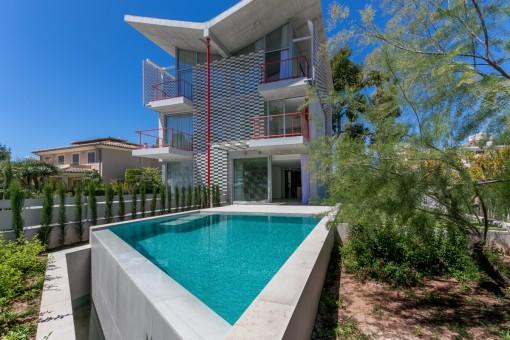 Moderne Doppelhaushälfte mit Meerblick am Strand von Alcudia