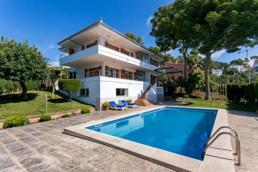Sonnige Villa mit Panoramablick über die Bucht von Palma und den Sporthafen von Portals Nous