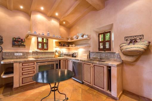 Das Poolhaus verfügt über 2 Küchen