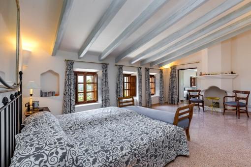 Großzügiges Hauptschlafzimmer