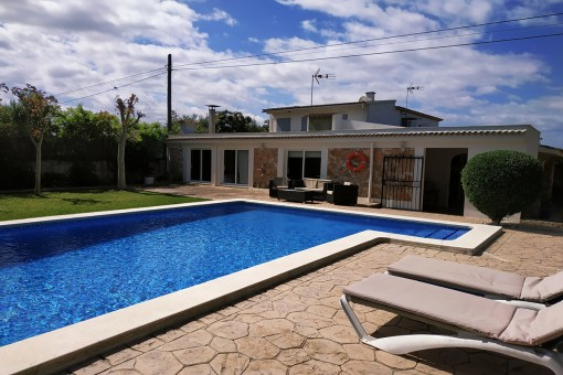 Tolles Dorfhaus mit Finca-Charakter, Pool und Garten in Muro, nur 10 Minuten vom Strand