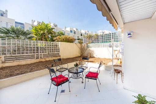 Schöne Wohnung mit Pool, Garten und Garage im Pueblo Español, Palma