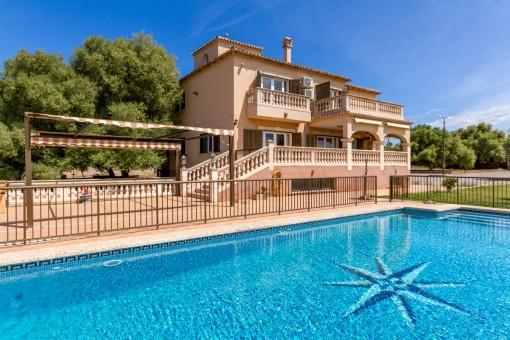 Herrschaftliche Villa in Son Oiver mit Panoramablick über die Bucht von Palma