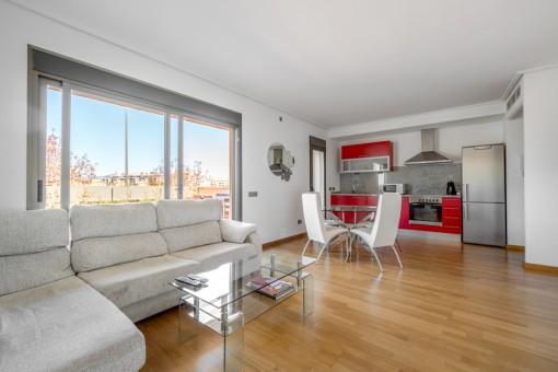 Ideale Wohnung mit großer Sonnenterrasse und Gemeinschaftspool in Palma
