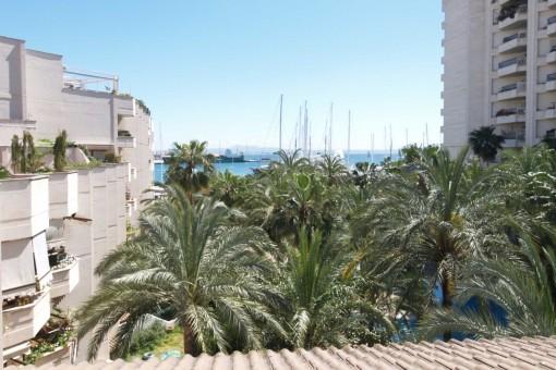 Penthaus-Maisonette-Wohnung in einer gepflegten Anlage mit Gärten, Pool & Tiefgarage am Hafen Palmas