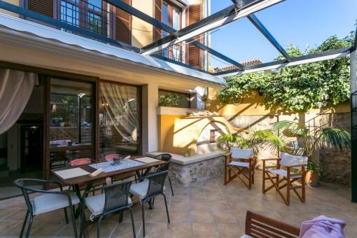 Romantische Terrasse mit Essbereich