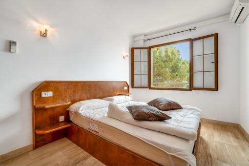 Eines von hellen Schlafzimmern