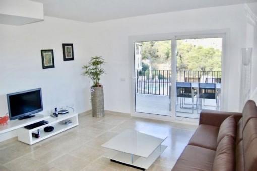 Der Wohnbereich verfügt über einen Balkonzugang