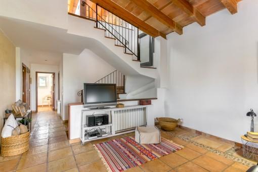 Wohnbereich mit Treppenaufgang
