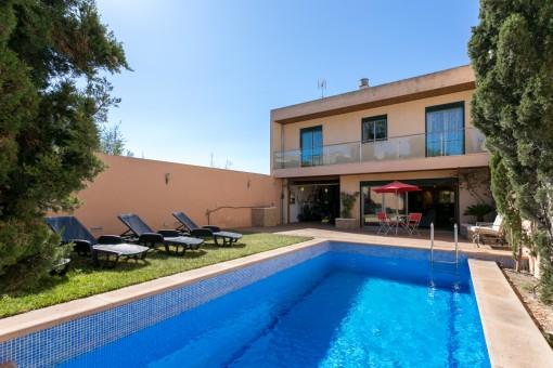 Herrlich gepflegte Villa in Villafranca mit 9 Ferienvermietungsbetten